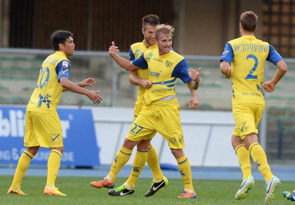 Rigoni esulta dopo il gol della vittoria.