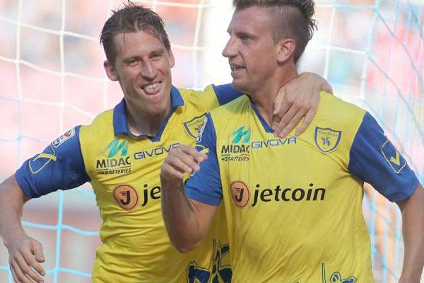 Maxi Lopez festeggia il suo primo gol con il Chievo al S.Paolo